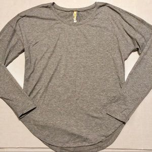 Lucy Athleisure Top Rounded Hem Exposed Seam S
